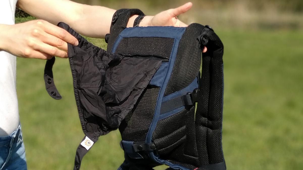 Luftdurchlässiges Mesh-Material und Sonnenschutzkapuze bei der Ergobaby Adapt