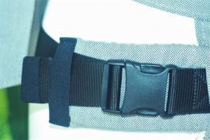 Mit der Sicherheitsschnalle kann der Hüftgurtumfang schnell eingestellt werden (bis 140cm)