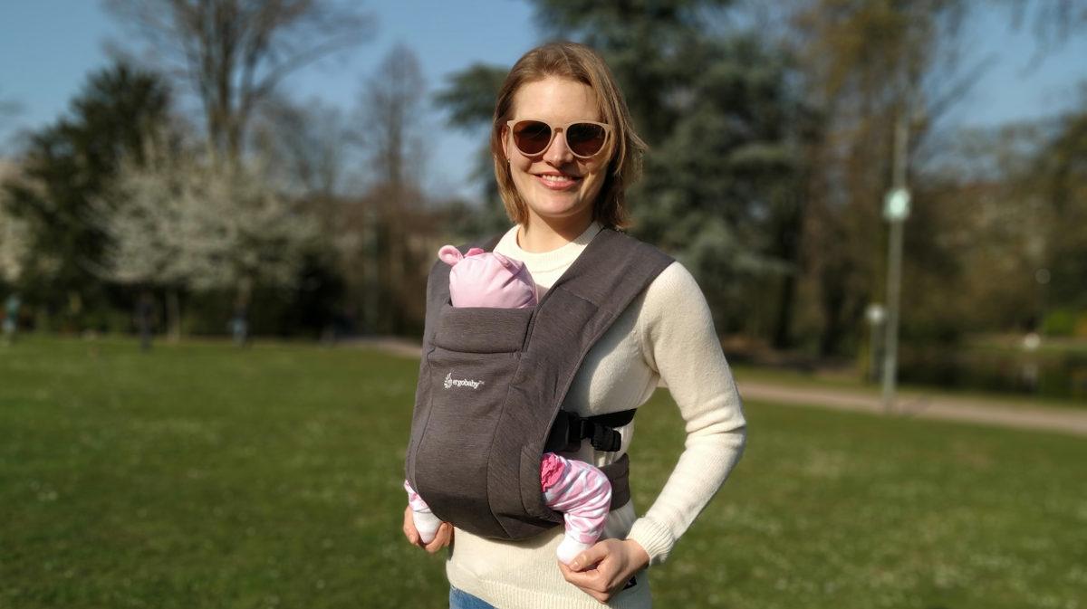 Ergobaby Embrace Babytrage für Neugeborene im Test